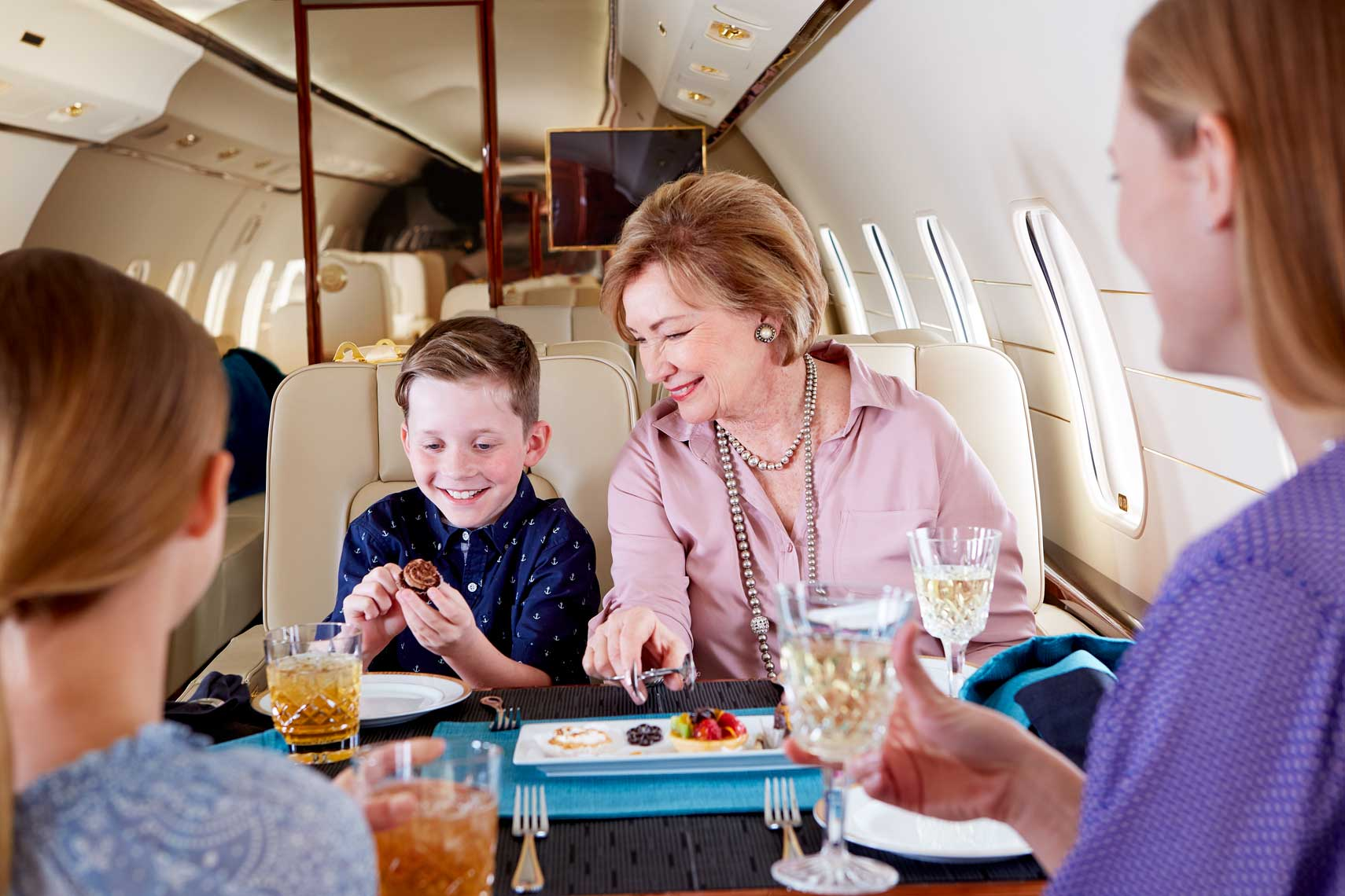 0_MillionAir2017_24_HOMEPAGE_InsideJet-Mom-Gma-Kids_4622-1